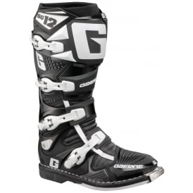 SG12 Boots Black